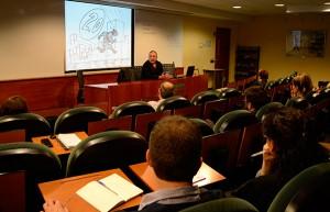 El 'storyteller' y guionista de cine Montecarlo en la conferencia refiriéndose a las múltiples plataformas que pueden utilizar las empresas para comunicarse