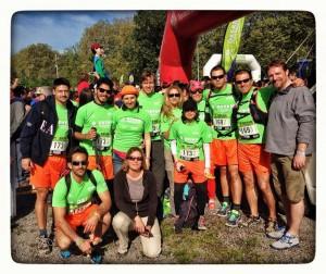 Los miembros de uno de los equipos de EADA que caminaron los 100 km.