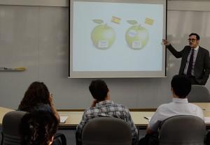 El profesor de EADA Manu Carricano explicó que el cliente se decanta por los productos con mayor valor añadido, no por el mejor precio.