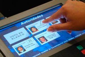 Imagen de las pruebas para implantar el voto electrónico en México D.F. (FOTO: El Universal).