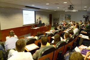 Imagen del auditorio de EADA, una de las salas más transitadas durante toda la jornada.