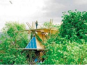 Hotel ideat pel col·lectiu de dissenyadors Penda, basat en mòduls fets de bambú que s'integren als arbres. (FOTO:  'L'Econòmic')