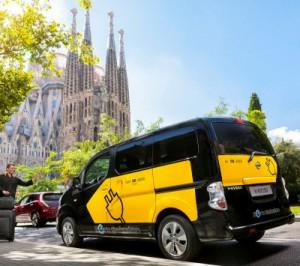 Barcelona és una de les capitals mundials en l'ús dels vehicles elèctrics. Com es veu a la imatge, molts taxistes ja s'han decantat per aquesta opció. (FOTO: barcelonacatalonia.cat)