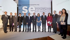La directora de Relaciones Externas y Comunicación de EADA, Giorgia Miotto (cuarta a la izquierda), fue la presidenta del jurado de los Premios Seres 2014.
