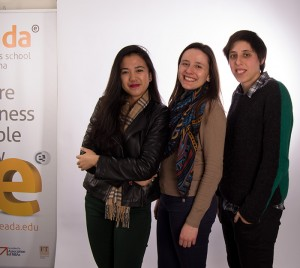 Las estudiantes de EADA que se subirán al tren de Imagine Express son (de izquierda a derecha) Elizabeth Lee,, Clara Remacha e Inès Marques.