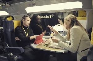 El ritmo de trabajo en el tren es frenético,, pues deben tomar decisiones rápidas pero planteadas con rigor.