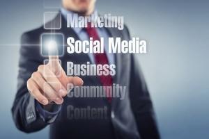 Roman explica que la estrategia de medios sociales empieza haciendo partícipes a los seguidores de las aspiraciones de la empresa.
