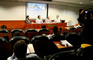 Los ponentes explicaron las dificultades con que se encontraron en el momento de lanzar varios proyectos online.