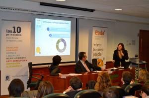 La profesora de EADA, la Dra. Elisabet Garriga, insistió en la necesidad de medir el impacto social y económico de las acciones de RSC para aportar valor real a la sociedad.