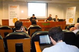 De izquierda a derecha, Gerard Vélez (RocaSalvatella), Lluís Rosés (EADA) y Judith Ferrau (Penteo) durante la presentación del estudio 'Nivel digital directivo'.