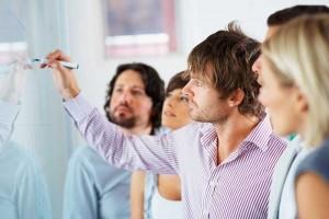 Llop plantea un liderazgo que favorezca la participación de cualquier persona de la empresa en las decisiones estratégicas.