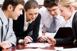 El 'feedback' tiene como finalidad obtener información útil y clarificadora acerca del desempeño de una persona o equipo, examinar juntos el alcance y la calidad del trabajo y se relaciona con el comportamiento, no tanto con el resultado.