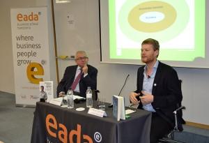 Rafael Sambola junto a Christian Felber, autor de varios best-sellers sobre la economía del bien común, el año pasado en EADA.