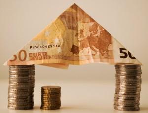 Rafael Sambola, Director del Máster en Dirección Financiera de EADA, reflexiona en este artículo sobre las alternativas que tienen las entidades de crédito para aumentar su rentabilidad y reducir el coste de capital.