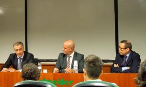 De izquierda a derecha, Sergio Elizalde, director general de Hero en el sur de Europa, Juan Carlos Serra, director del nuevo Programa de Dirección en Consumer Healthcare de EADA y ICH, y Jordi Crespo, socio director de Hamilton.