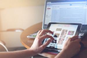 Las empresas recurren cada vez más a comunicarse con sus consumidores a través de las redes sociales para viralizar sus mensajes corporativos.
