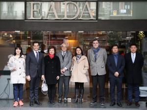 Foto correspondiente al encuentro que se hizo en el campus de Barcelona de EADA entre los estudiantes chinos de la actual promoción, representantes de la Embajada de China en España y representantes institucionales de EADA.