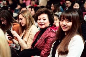 En la imagen, en segundo plano, Margaret Chen, miembro del International Advisory Board de EADA en un momento de la gala de celebración del nuevo año chino.