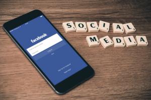 Las redes sociales también cotizan en bolsa. Tras hacerlo Facebook y Alibaba, ahora es el turno de Snapchat.