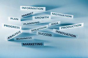 Langa distingue entre las habilidades de gestión y de liderazgo.