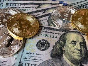 La irrupción de 'blockchain' ha puesto en alerta al sector financiero, obligado ahora a acelerar su reinvención digital.