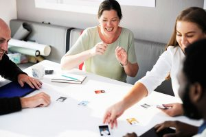 El coaching de equipos refuerza la cultura organizacional, pues los equipos que están cohesionados interiorizan mejor los valores corporativos.