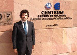 Imagen de Borja en la sede de nuestro partner estratégico CENTRUM Graduate Business School, en Perú.