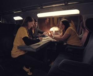 Sana desarrollando la app en el tren con sus compañeros