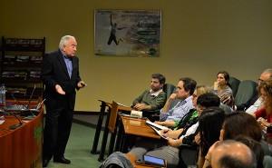 Durante la conferencia, Bolinches se basó en casos prácticos para exponer su teoría de la felicidad