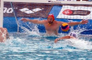 En la imagen, Dani López-Pinedo, portero del Club Natació Atlètic Barceloneta. FOTO: Eduard Omedes (Foto extraída de 'Mundo Deportivo')