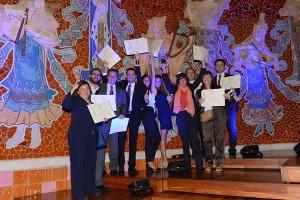 Algunos de los estudiantes de la pasada edición con sus diplomas en reconocimiento a sus proyectos finales de master.
