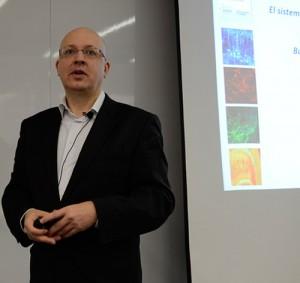 Poelmans centró su ponencia en los múltiples beneficios de las investigaciones neurocientíficas en marketing management y liderazgo.