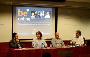 De izquierda a derecha, Fabio Gallo, Boris Hgeney, Pau Alpuente y el profesor de EADA, David Soler.