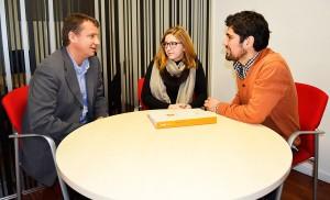 Dos estudiantes de EADA que participaron en Imagine Express 2016 junto a David Roman, uno de los tutores de esta edición.