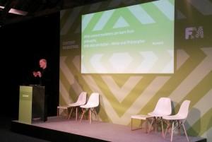 Una de las conferencias más esperadas fue la del escritor y filósofo Alain de Botton, que insistió en lo mucho que deben aprender los marketers de la filósofos.