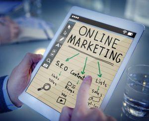 El profesor David Roman se refiere a los medios digitales que existen actualmente para analizar las campañas de Marketing.