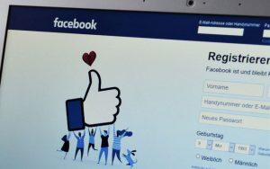 Todos los mensajes, fotos, archivos enviados, Likes que compartimos en Facebook queda registrado para ofrecernos publicidad basada en nuestros gustos e intereses.