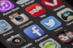 Aunque los gigantes de Internet tienen bien definidas sus políticas de privacidad de datos personales, lo cierto es que controlan y registran toda nuestra actividad.