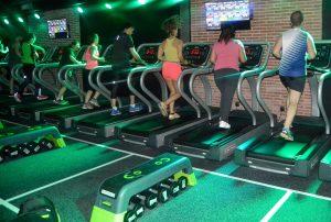 Los participantes del Master en Marketing de EADA pudieron probar las instalaciones del nuevo 'gym boutique' del TRIB3 de Barcelona.